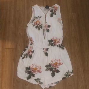SMALL WHITE ROMPER WITH FLORAL!